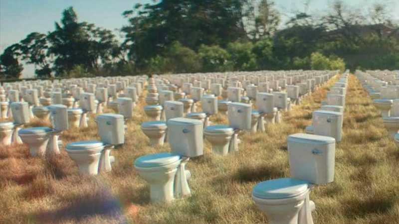 Туалети на полі (Доместос допоміг побудувати 200 000)